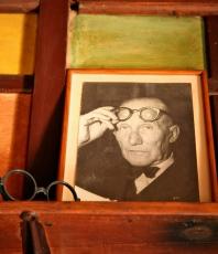 Photo of Le Corbusier at Rebutato's seaside home @CelinaLafuenteDeLavotha