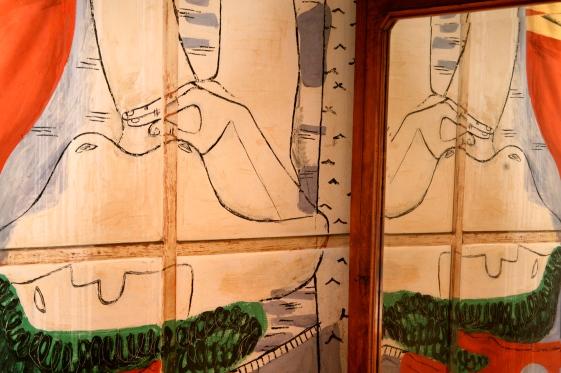 Painting of Le Corbusier in Robutato's bedroom reflected on a wardrobe mirror @CelinaLafuenteDeLavotha
