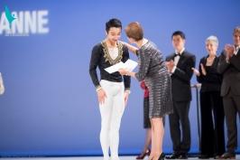 Mikio Kato receiving the award
