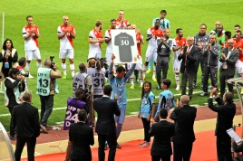 Flavio Roma holding his career trophy