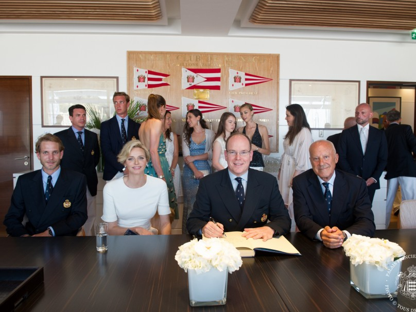 HSH Prince Albert signing the logbook with accompanied by HSH Prince Charlene, Andreas Casiraghi and Lord Norman Foster@Eric MATHON[1]