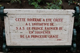 Plaque of the creation of the Rose garden in 1984 @CelinaLafuenteDeLavotha