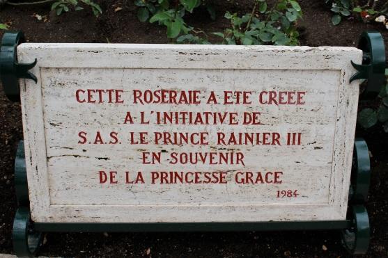 Plaque of the creation of the Rose garden in 1984 @CelinaLafuenteDeLavotha