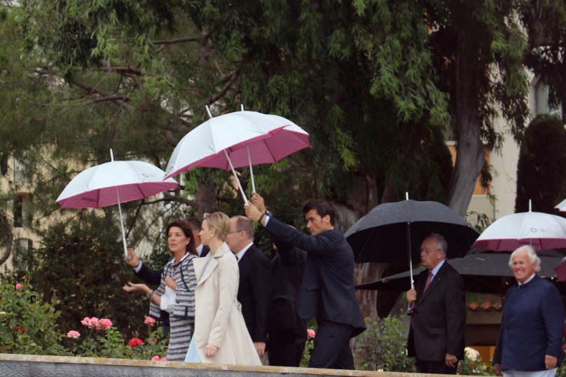 The cortege visiting the garden under the rain (copyright Celina LdL)
