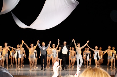 The students with Julien Guerin and Alessandro Crudele during the curtain call