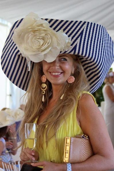 Giant white rose hat lady @CelinaLafuenteDeLavotha2014