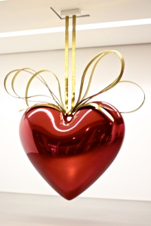 Hanging Heart (Red:Gold) by Jeff Koons 1994-2006 @CelinaLafuenteDeLavotha