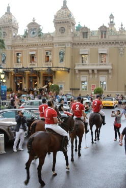 The teams with the Casino of Monte-Carlo as background @CelinaLafuenteDeLavotha