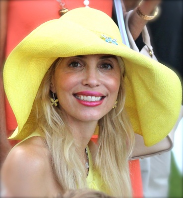 Yellow hat lady @CelinaLafuenteDeLavotha2014