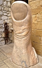 Cesar's oversized thumb sculpture at La Colombe D'Or