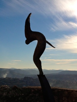 Statue ready to fly on the ramparts of St. Paul de Vence @CelinaLafuenteDeLavotha