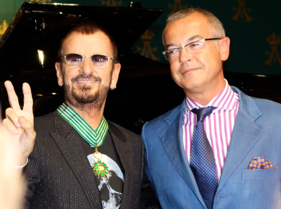 Ringo Starr decorated with the Medal of Ars and Letters by the then Ambassador of France to Monaco @CelinaLafuenteDeLavotha