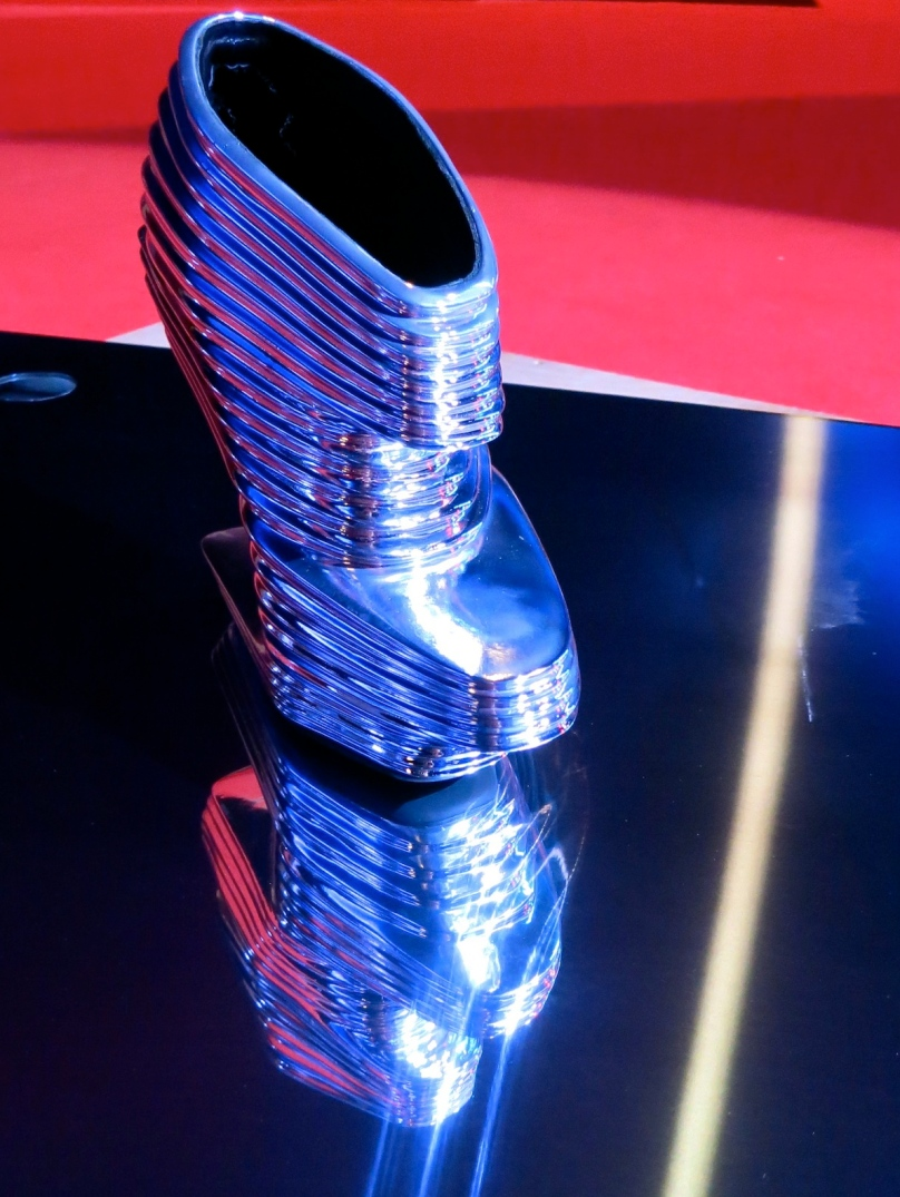 Zaha Hadid - Limited edition chrome-plated shoes with 16.5 cm cantilevered heels @CelinaLafuenteDeLavotha