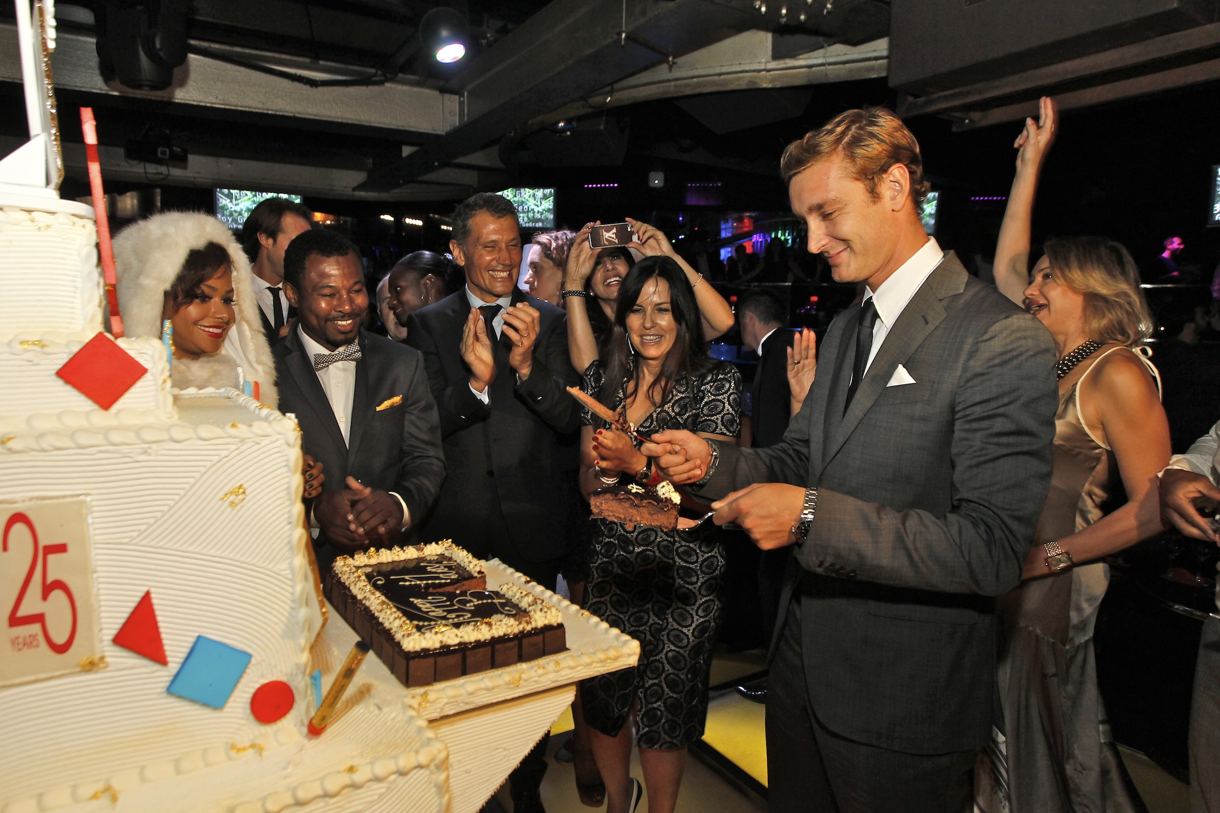pierre-casiraghi-cutting-the-25th-year-anniversary-cake-sportel-25-years1.jpg