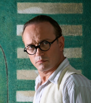 Vincent Perez is almost unrecognizable when in character as Le Corbusier