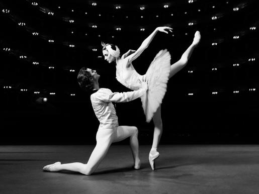 Bolchois dancers pas de deux by Vincent Perez