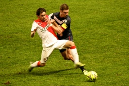 Sertic from Bordeaux trying to stop Silva @CelinaLafuenteDeLavotha
