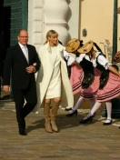 Prince Albert and Princess Charlene being saluted by the Palladians when emerging from the Palace @CelinaLafuenteDeLavotha