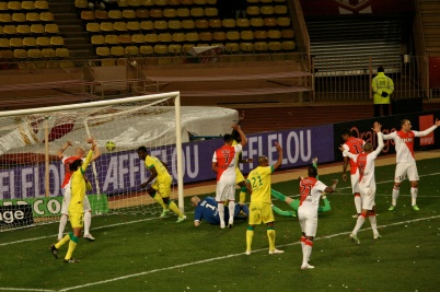 Shot from Veretouts from Nantes during injury time landed on the transversal @CelinaLafuenteDeLavotha