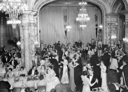 A Gala Dinner in the Salle Empire in 1932 @Archives Societe des Bains de Mer