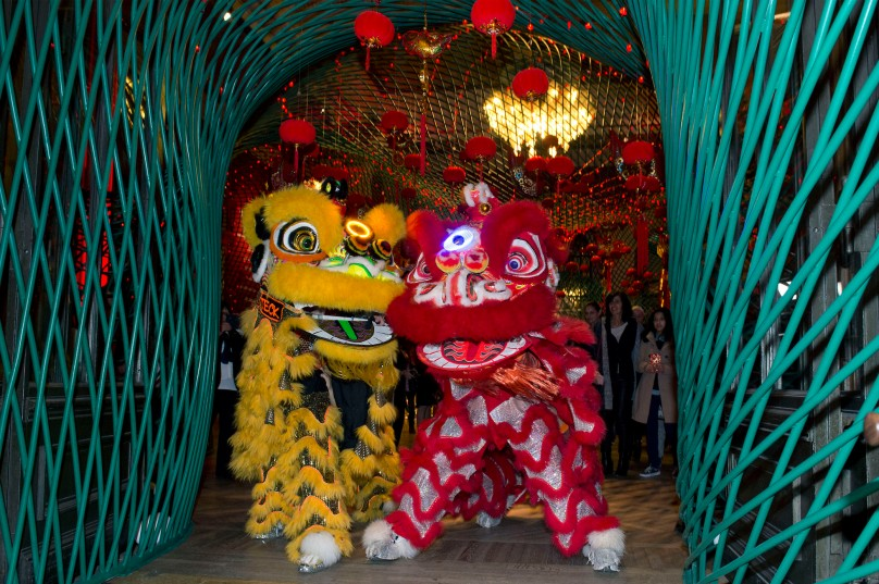 Chinese New Year characters passing through the artwork THE NET by Wang Lyan at the Oceanographic Museum @M. Dagnino
