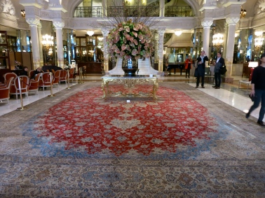 Magnificent carpet displayed for the auction in the grand hall of the Hotel de Paris @CelinaLafuenteDeLavotha