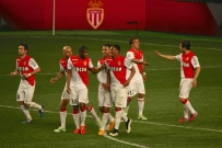 Martial saluted by his teammates with Matheus doing high five with Silva @CelinaLafuenteDeLavotha