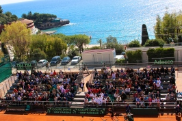 Court 18 packed with fans with the Mediterranean blue sea in the background @CelinaLafuenteDeLavotha