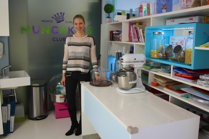 Donata Hanson in the children's kitchen at the Munchkins Club of Monaco @CelinaLafuenteDeLavotha