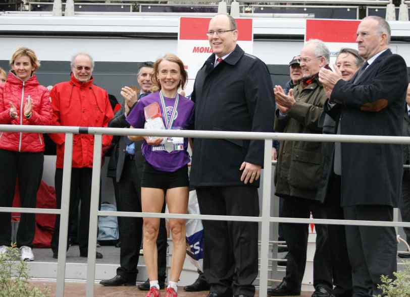 HSH Prince Albert with Monaco Run female winner Ornella Ferrara ©FMA