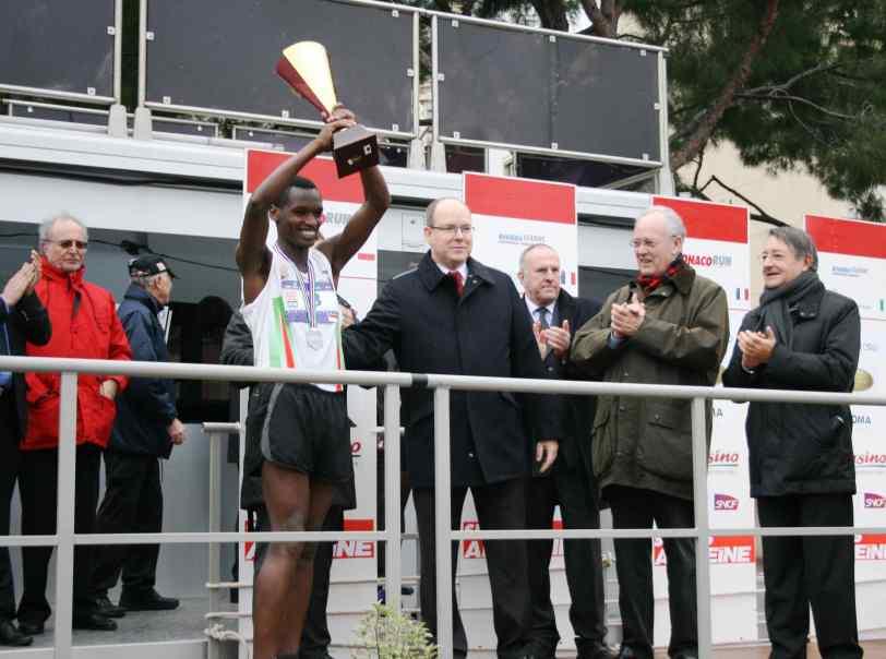 HSH Prince Albert with Monaco Run winner Jean-Claude Nyonizigiye @FMA