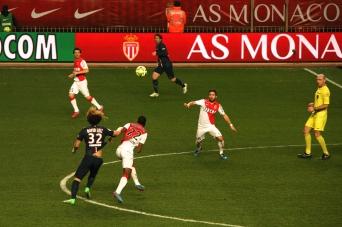 Kondogbia fighting for possesion of the ball with David Luiz with Moutinho ready to intervene @CelinaLafuenteDeLavotha