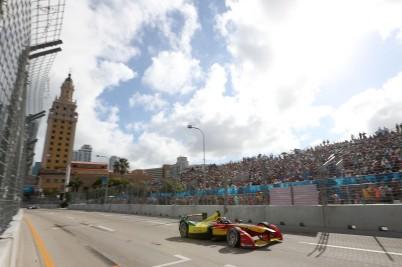 Lucas di Grassi racing in Miami's E-race @P1 Media RElations