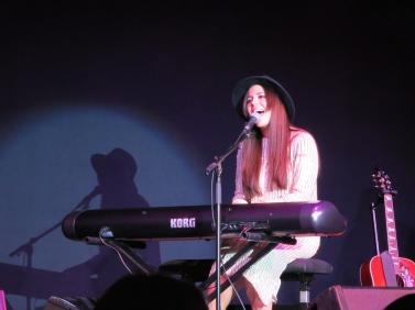 Marion Raven playing the keyboard and singing @CelinaLafuenteDeLavotha