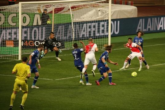 Matheus ready to score his goal marked by Modesto @CelinaLafuenteDeLavotha