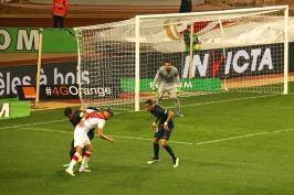 Maxwell trying to stop Ferreira Carrasco with Van der Wiel as reinforcement @CelinaLafuenteDeLavotha