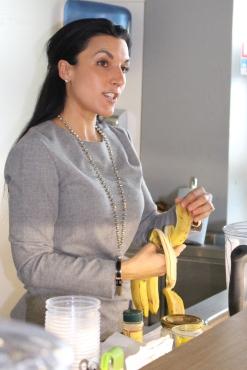Naomi during preparing a smoothie @CelinaLafuenteDeLavotha