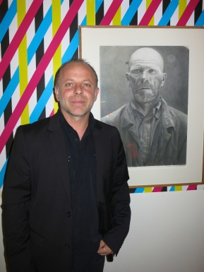 Thierry Chiaparelli with his portrait of a man in the Reading Salon at Villa Sauber @CelinaLafuenteDeLavotha