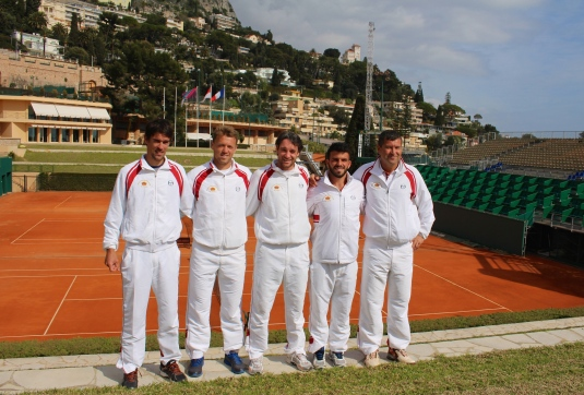The Monaco Davis Cup team with the central courts of the MCCC in the background @CelinaLafuenteDeLavotha