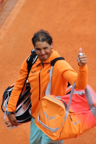 Rafa Nadal giving a thumbs up after his victory over Isner Apr 16, 2015 @CelinaLafuenteDeLavotha