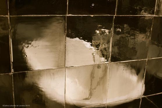 Bathtub reflection on the tiles @CelinaLafuenteDeLavotha 05/2015