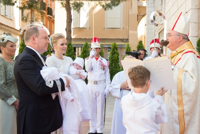 Prince Albert and Princess Charlene with their children at the entrance of the Cathedral meet Monseigneur Bernard Barci, May 10, 2015 @Michel Danino