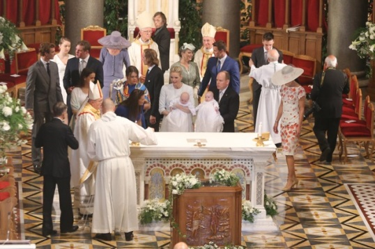 Princess Charlene and Princess Albert with their little children, surrounded by the Godmothers, Godfathers and close family after the Baptism ceremony, May 10, 2015 @Michel Danino-9
