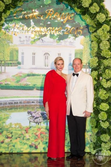 Princess Charlene and Prince Albert during the photocall outside the Salle des Etoiles @Eric MATHON, Palais Princier