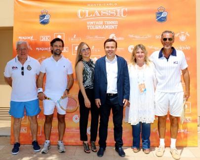Stephane Valeri with his companion and players at the photocall @Erika Tanaka