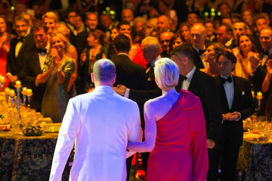 The guests giving an ovation to the Prince and Princess on arrival at the Salle des Etoiles for the RCB 2015 @Eric MATHON, Palais Princier