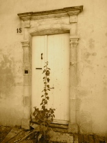 An entrance door in the village @CelinaLafuenteDeLavotha