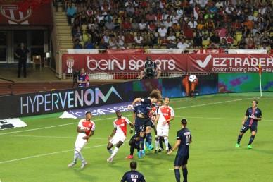 David Luiz defending with a headbut @CelinaLafuenteDeLavotha