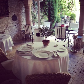Table for 2 at restaurant in the patio @CelinaLafuenteDeLavotha