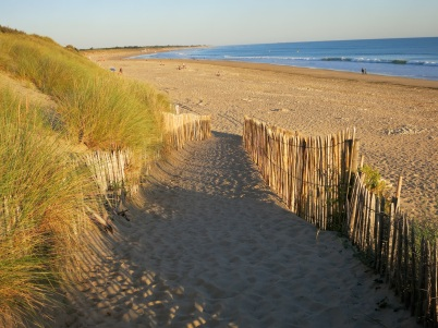The beach goes forever in Le Bois Plage @CelinaLafuenteDeLavotha